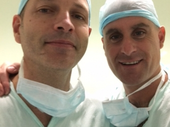 SURGERY TO REMOVE THYROID TUMOURS WITHOUT A VISBLE NECK SCAR. Dr. OSCAR VIDAL and Dr. UMBERTO CRISTINO
